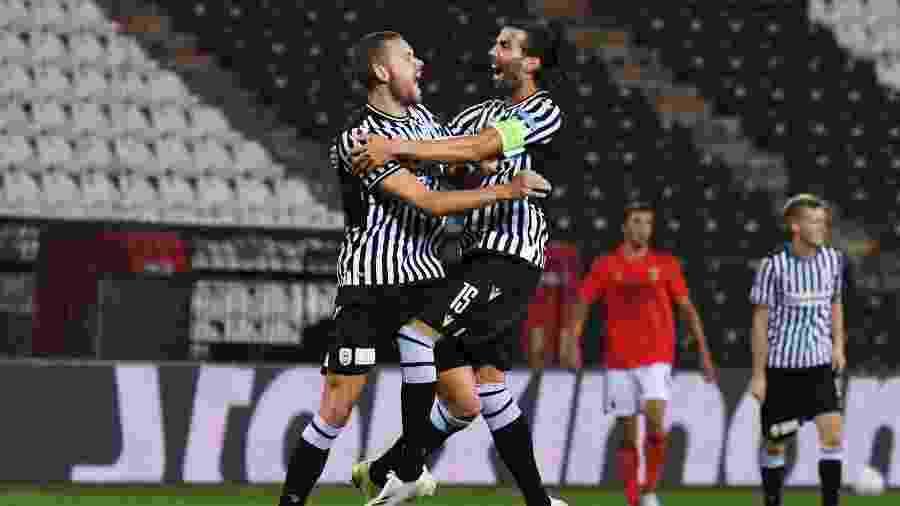 Jogadores do PAOK comemoram vitória contra o Benfica na Liga dos Campeões - REUTERS/Alexandros Avramidis