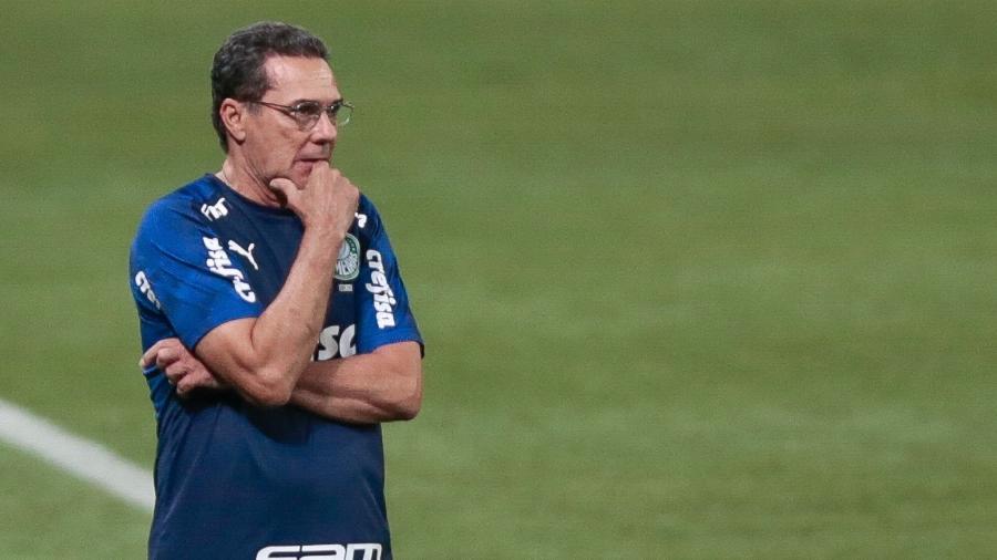 Luxemburgo comanda o Palmeiras diante do Coritiba - Marcello Zambrana/AGIF