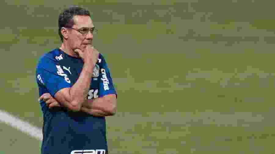 Luxemburgo comanda o Palmeiras diante do Coritiba, no jogo que marcou sua demissão - Marcello Zambrana/AGIF