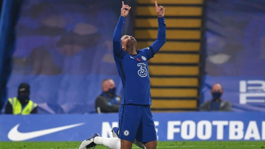 Thiago Silva comemora gol do Chelsea sobre o Sheffield United - Getty Images