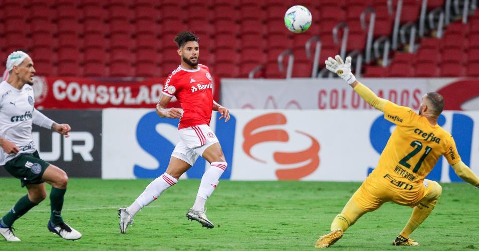 Yuri Alberto marca pelo Inter em jogo contra o Palmeiras, no Brasileirão