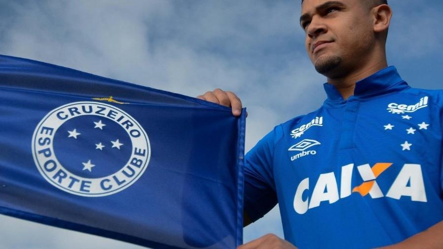 Volante Denilson fez apenas cinco jogos pelo Cruzeiro, que pagou mais de R$ 5 milhões de dívida com o Al Wahda - Washington Alves/Lightpress/Cruzeiro