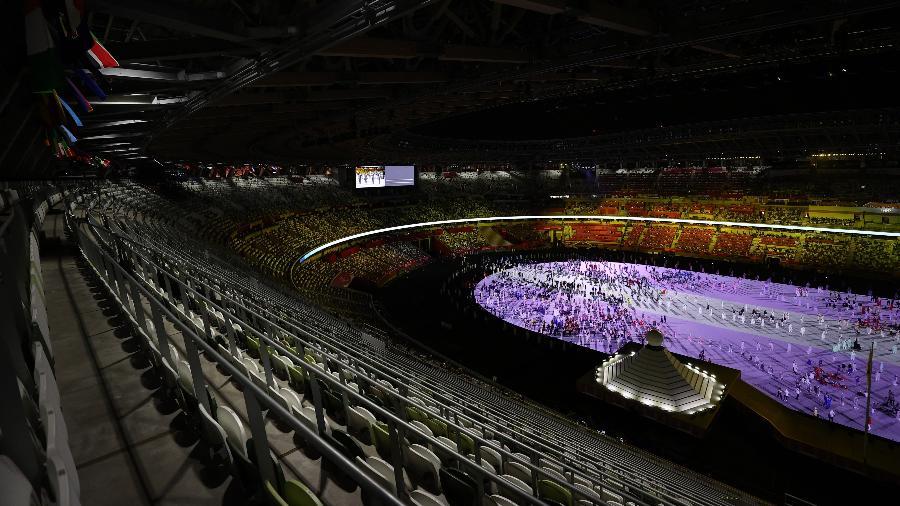 Estádio Olímpico na abertura dos Jogos: luz de um lado, sombras de outro - LEONHARD FOEGER/REUTERS