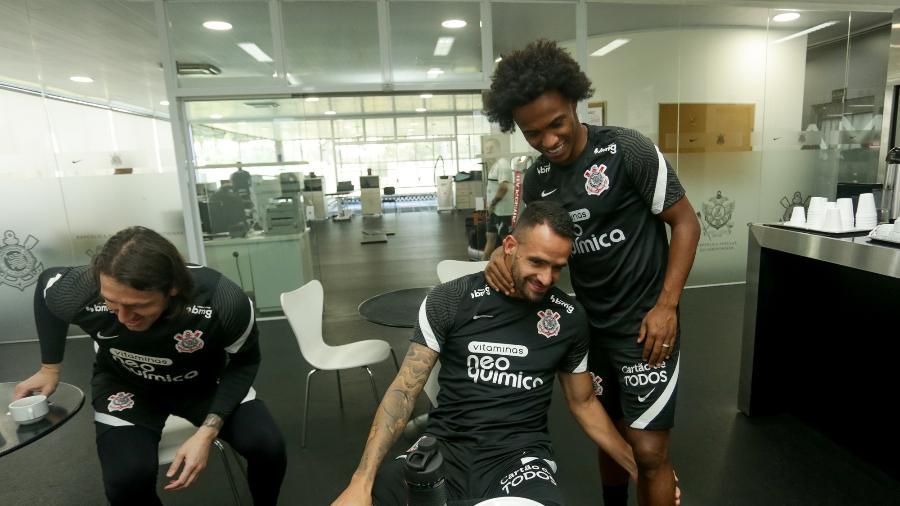 Cássio, Renato Augusto e Willian no CT do Corinthians - Rodrigo Coca/Agência Corinthians