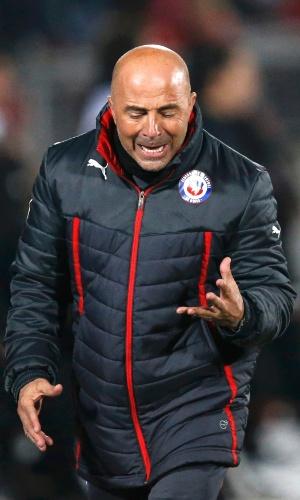 Jorge Sampaoli também se desespera à beira do campo