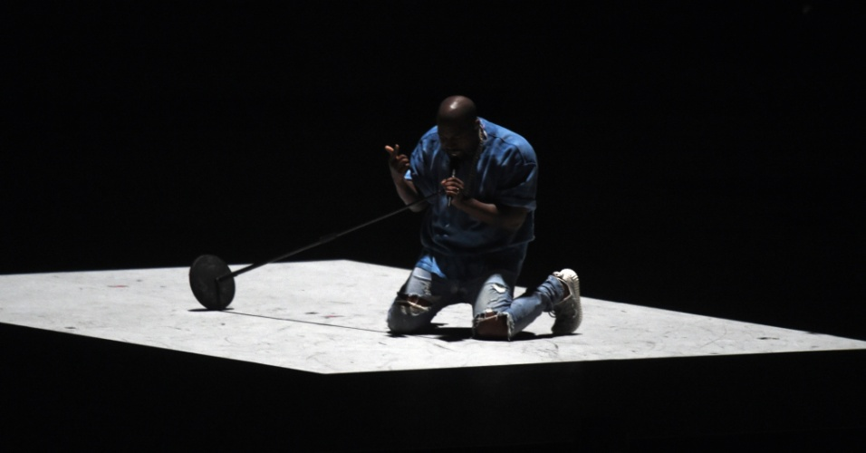 Kanye West se apresenta na cerimônia de encerramento do Pan