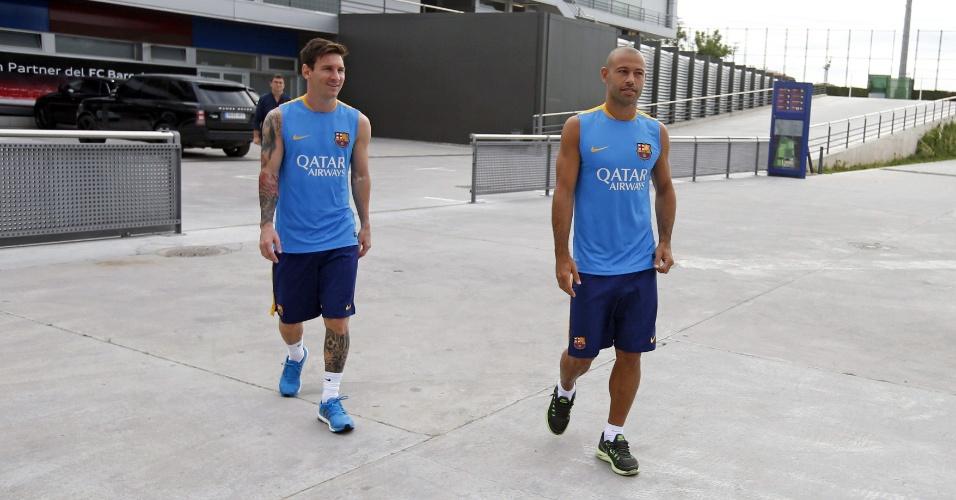 30.jul.2015 - Messi (e) e Mascherano se reapresentam com quatro dias de antecedência ao Barcelona