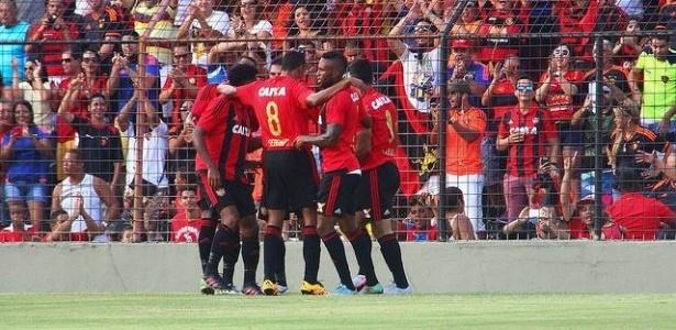Vinícius Araújo comemora gol pelo Sport contra Salgueiro
