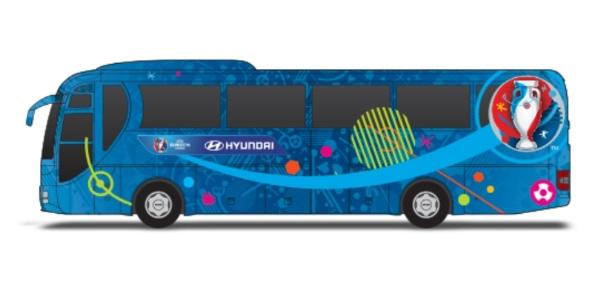 Ônibus de montadora sul-coreana são decorados com frases de incentivo a cada equipe