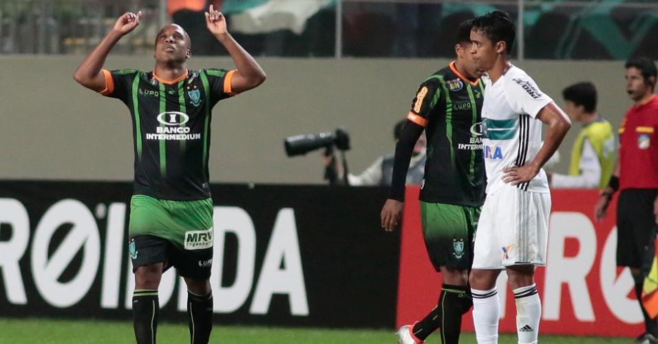 Atacante Borges comemora gol do América-MG contra o Coritiba pelo Brasileirão