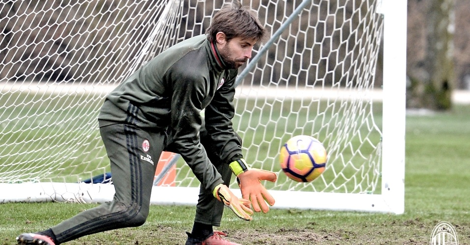 Marco Storari (goleiro) - do Cagliari (ITA) para o Milan (ITA) - empréstimo