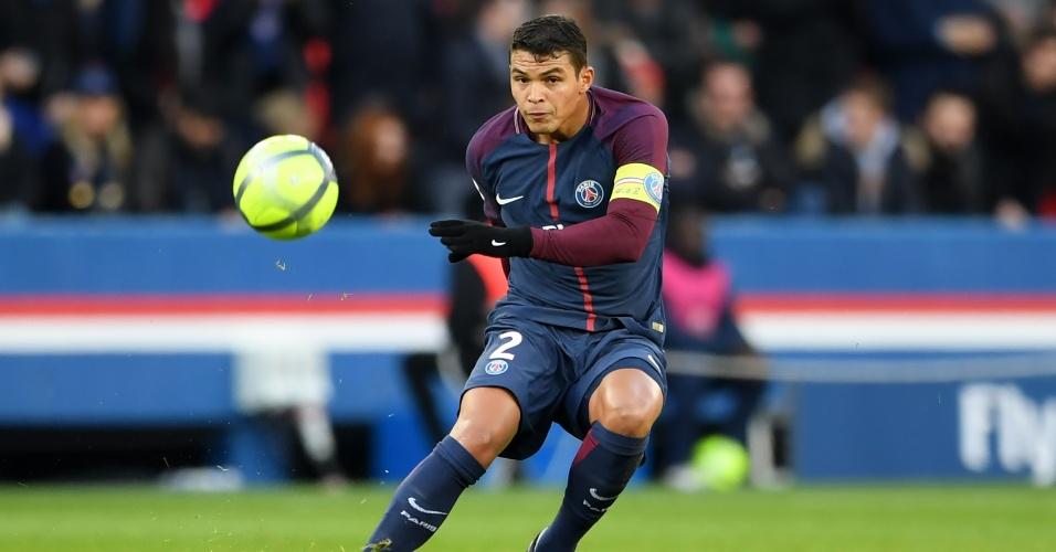 Thiago Silva em ação pelo PSG na goleada sobre o Strasbourg