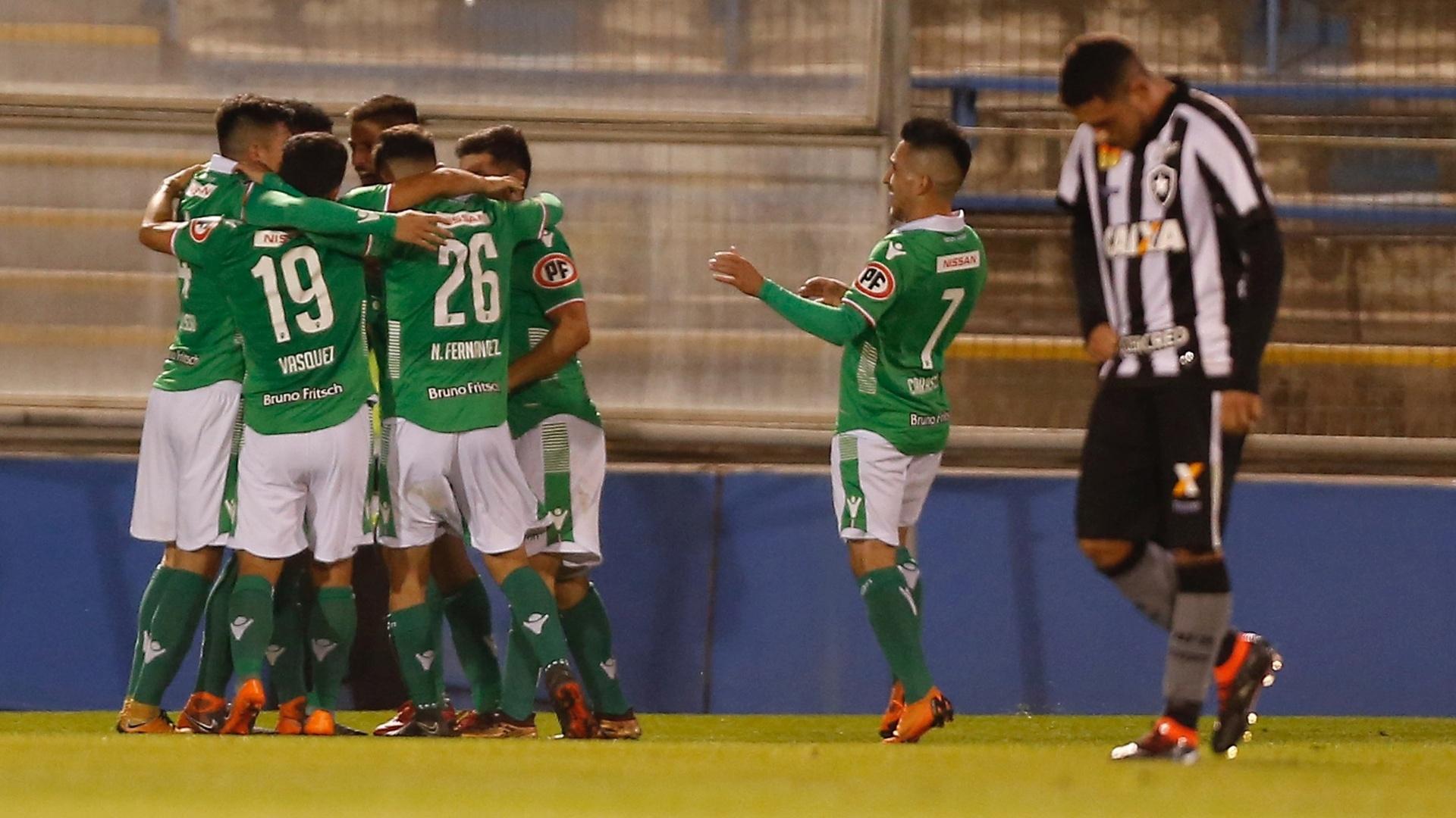 Jogadores do Audax Italiano comemoram gol diante do Botafogo, pela Copa Sul-Americana