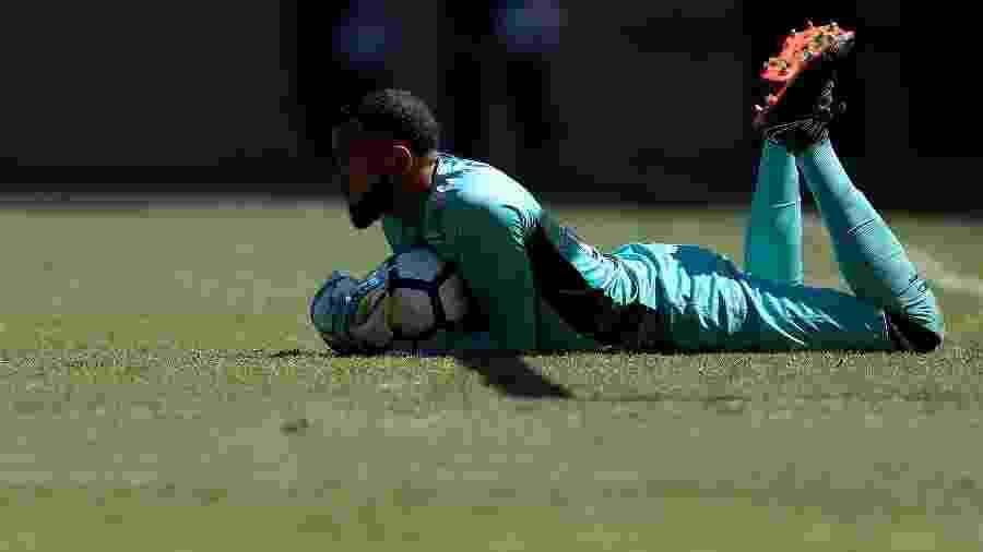 Ligação de técnico argentino mexeu bastante com o goleiro Éverson, do Ceará - Buda Mendes/Getty Images