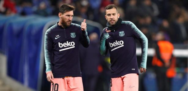 Jordi Alba (à direita) sai em defesa de Messi após show do camisa 10 - REUTERS/Albert Gea