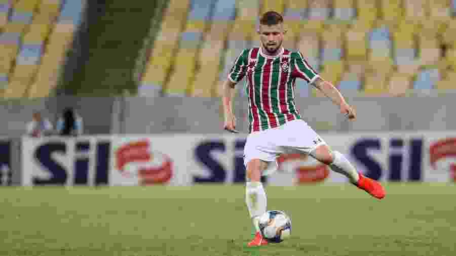 Caio Henrique vem sendo utilizado na lateral-esquerda pelo técnico Fernando Diniz - Lucas Merçon/Fluminense