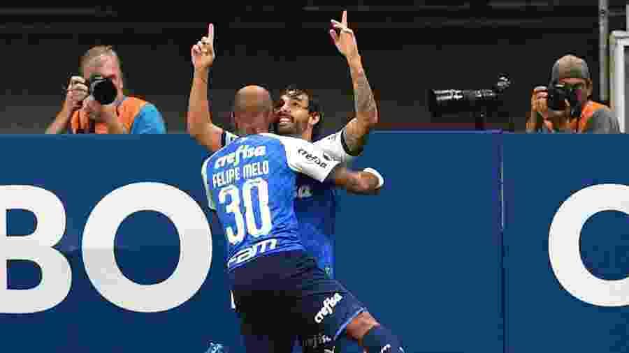 Ricardo Goulart e Felipe Melo comemoram gol do Palmeiras contra o Melgar - Nelson Almeida/AFP