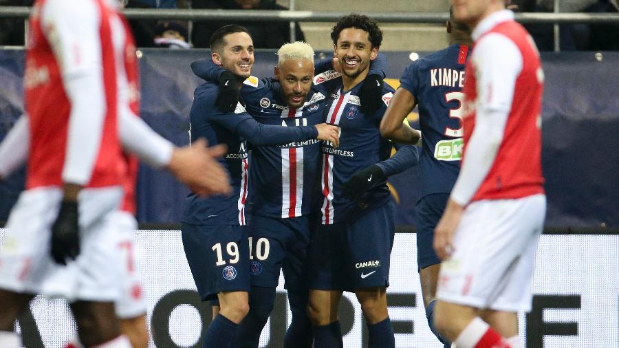 Jogadores do PSG comemoram gol sobre o Reims na Copa da Liga Francesa - Jean Catuffe/Getty Images