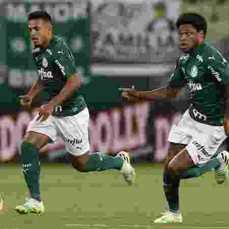 Luiz Adriano e Gabriel Menino em ação no jogo entre Palmeiras e Santo André - Cesar Greco/Palmeiras
