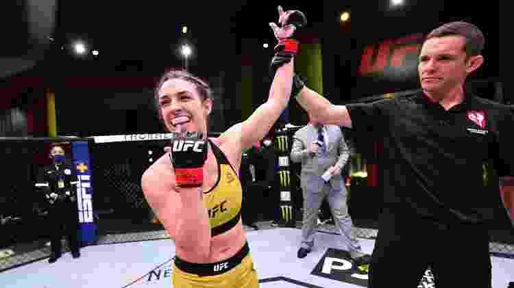 Mackenzie Dern comemora vitória sobre Hannah Cifers em maio de 2020, em Las Vegas - Jeff Bottari/Zuffa LLC - Jeff Bottari/Zuffa LLC