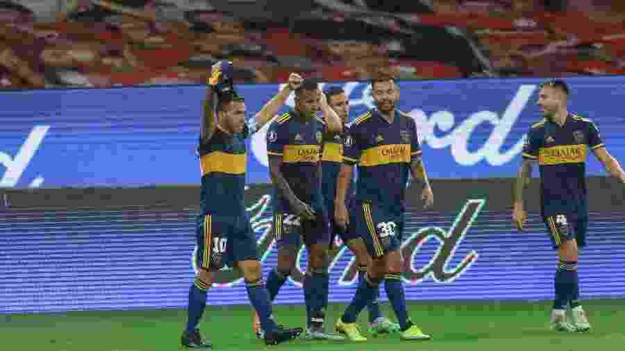 Tevez celebra gol pelo Boca Juniors contra o Inter, no Beira-Rio, pela Libertadores - Fernando Alves/AGIF