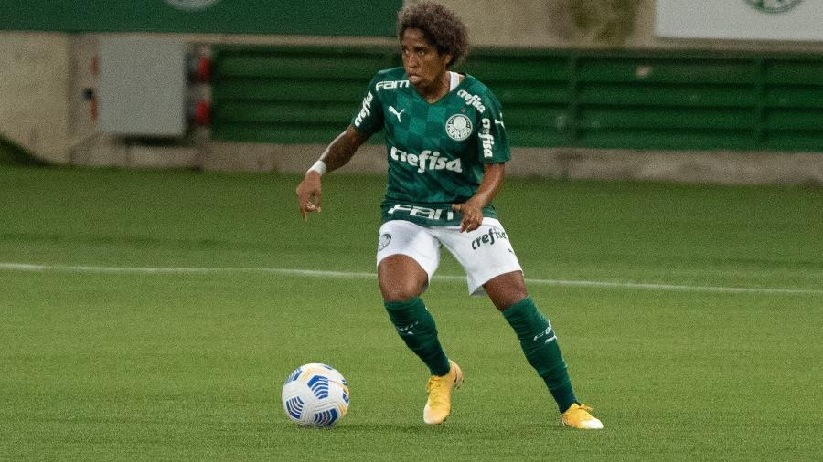 Chú Santos, jogadora do Palmeiras e da seleção brasileira, em campo pelo Brasileirão Feminino - Rebeca Reis/AGIF