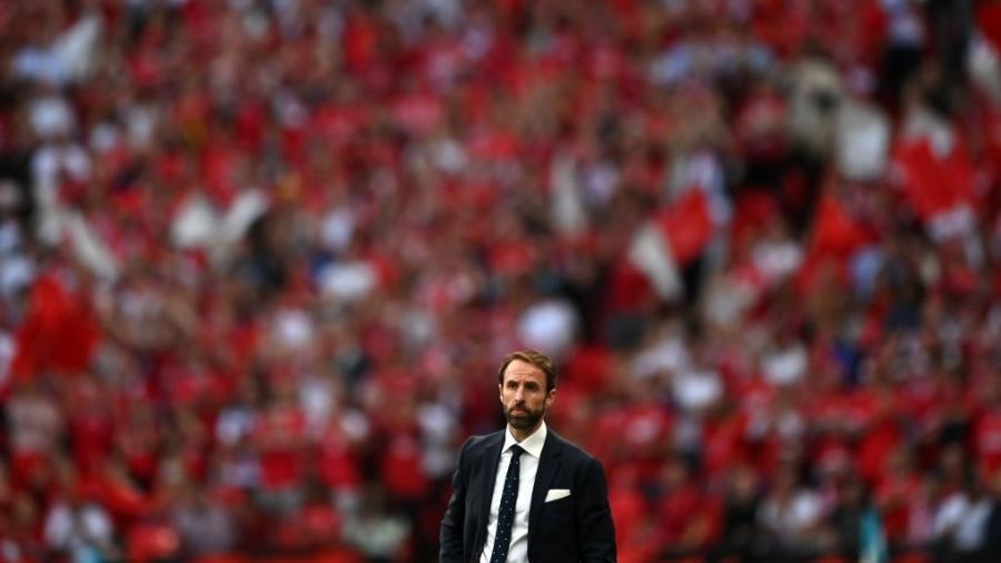 Gareth Southgate, técnico da Inglaterra, durante a partida contra Dinamarca na Eurocopa - UEFA via Getty Images