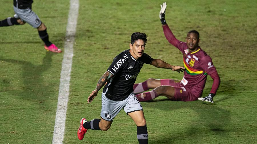 Germán Cano comemora gol marcado contra o Sampaio Corrêa  - Jorge Rodrigues/AGIF