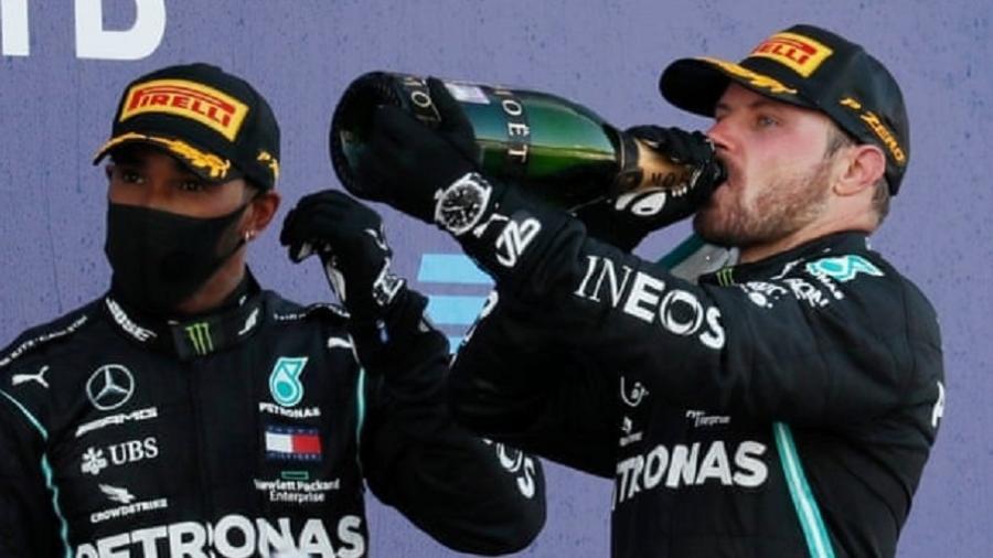 Valtteri Bottas, que venceu o GP da Rússia em 2020, com Lewis Hamilton, terceiro colocado na prova - Reprodução