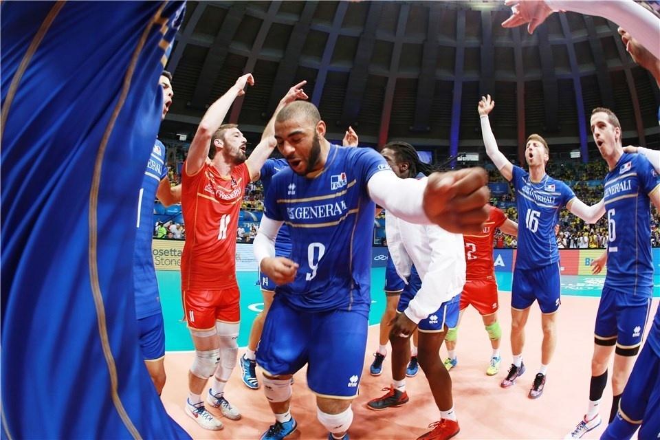 19.jul.2015 - Franceses comemoram ao conquistar o título da Liga Mundial de vôlei no Rio de Janeiro