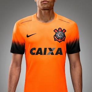 742594d1036ea Corinthians lança camisa laranja para 'homenagear' jogadores da base ...