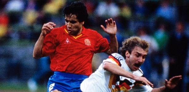Tomás Reñones em ação contra a Alemanha pela Eurocopa de 1988 - David Cannon/Getty Images