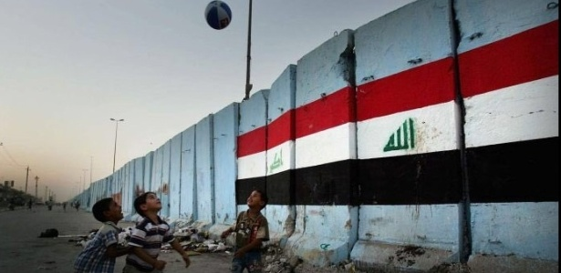 Estádio no vilarejo Iskanderiyah, 40km ao sul de Bagdá, foi alvo de homem-bomba do Estado Islâmico