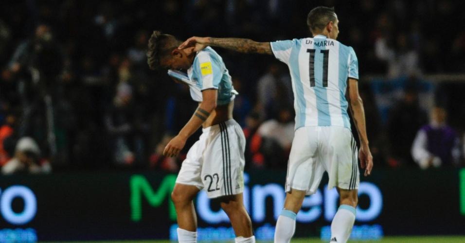 Dybala chora após ser expulso da partida entre Argentina e Uruguai