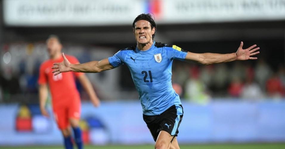 Cavani comemora gol do Uruguai contra o Chile pelas Eliminatórias