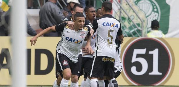 Guilherme Arana celebra o gol contra o Palmeiras em 2015: de volta ao dérbi