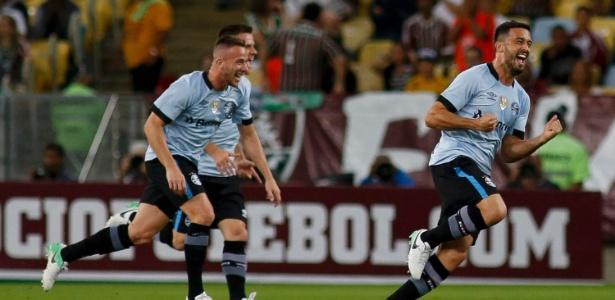Edílson (à direita) está na mira do Cruzeiro para a próxima temporada