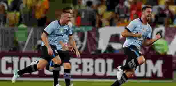 Edílson (à direita) está na mira do Cruzeiro para a próxima temporada - Luciano Belford/Agif
