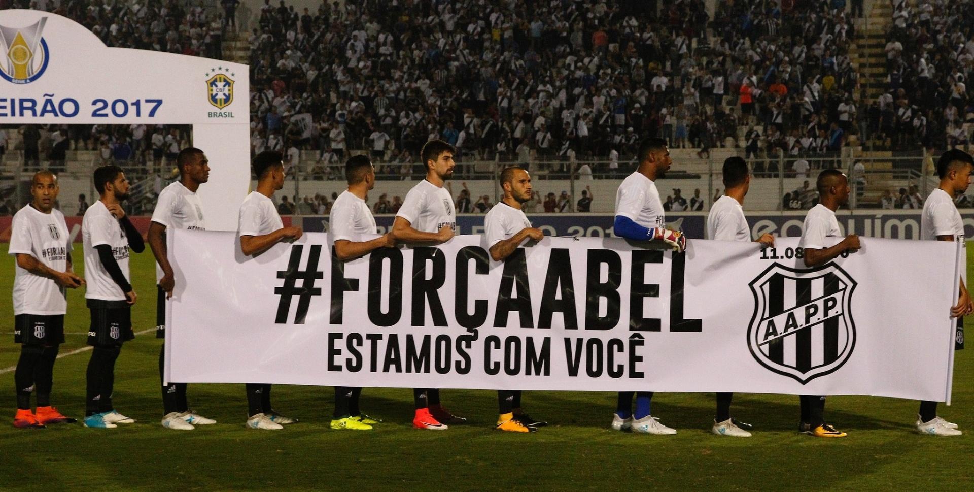 Jogadores da Ponte Preta homenageam o técnico Abel Braga, do Fluminense