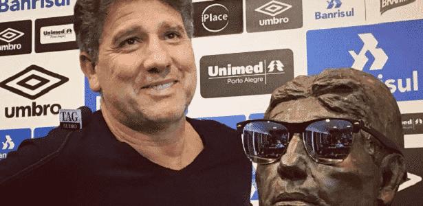 Ex-jogador e atual treinador do Grêmio j[a brincou mais de uma vez sobre estátua na Arena - Reprodução/Instagram