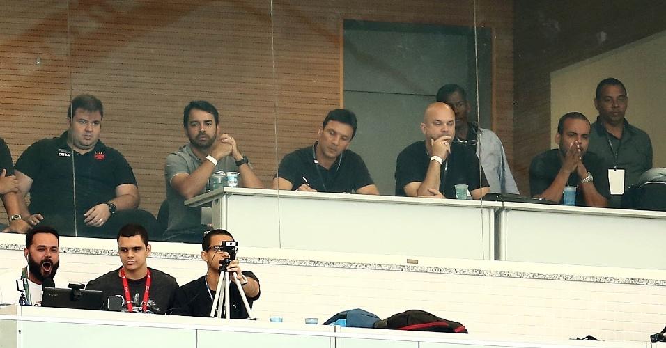 Zé Ricardo acompanha das tribunas a vitória do Vasco sobre o Fluminense