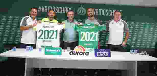 Rui Costa (esq.) renovou contratos de Arthur Caike e Jandrei até 2021 - Sirli Freitas/Divulgação/Chapecoense