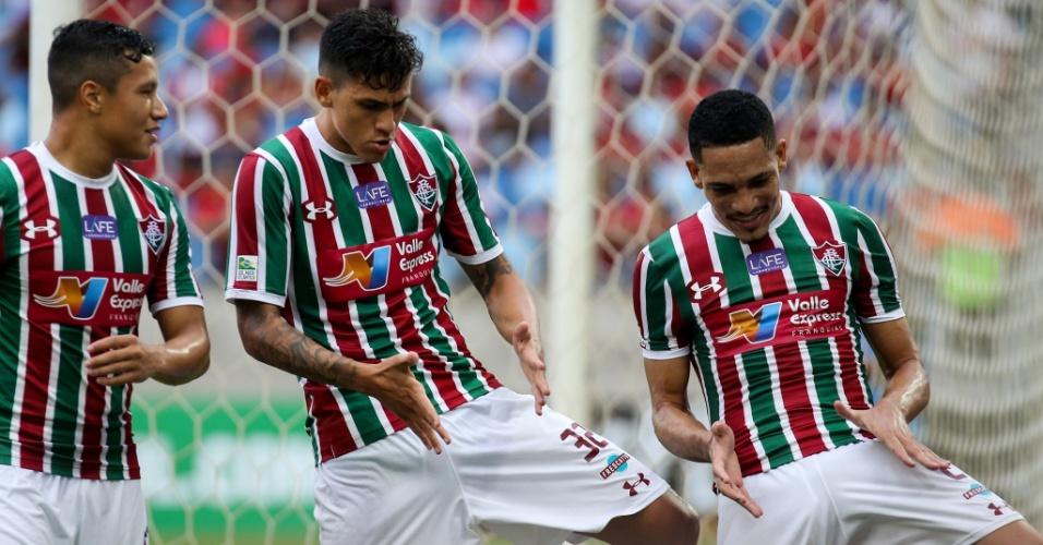 Jogadores do Fluminense comemoram gol na vitória sobre o Flamengo pela segunda rodada da Taça Rio em Cuiabá, na Arena Pantanal