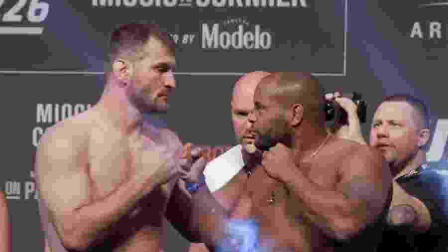 Stipe Miocic e Daniel Cormier se encaram após pesagem do UFC 226 - Reprodução/Youtube