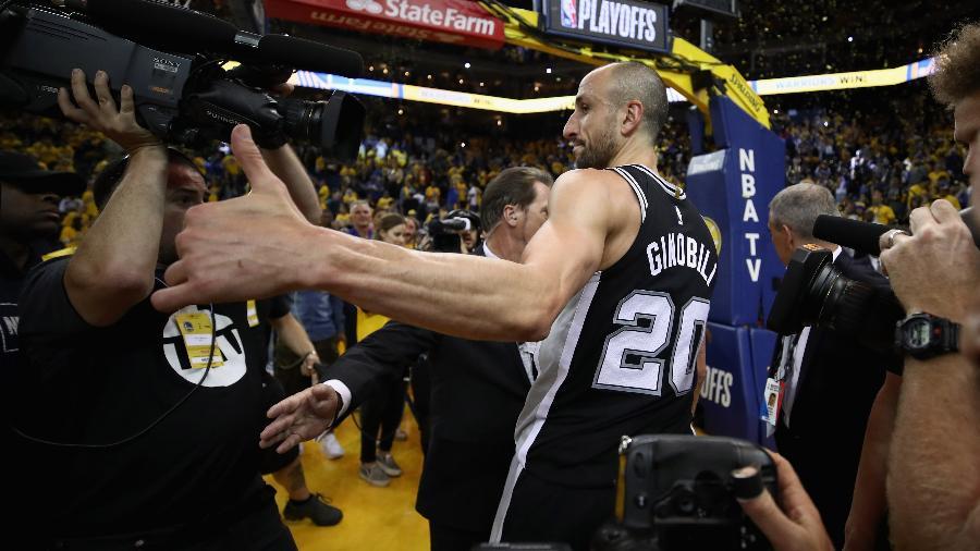 Manu Ginobili se despede da torcida do San Antonio Spurs - Ezra Shaw/Getty Images