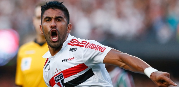 São Paulo reage após expulsão de Diego Souza e empata com o Fluminense -  02 09 2018 - UOL Esporte baaefbcd2c58d
