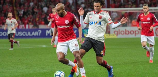 Willian Arão em ação contra o Inter; volante deve seguir no Flamengo em 2019 - Lucas Sabino/AGIF