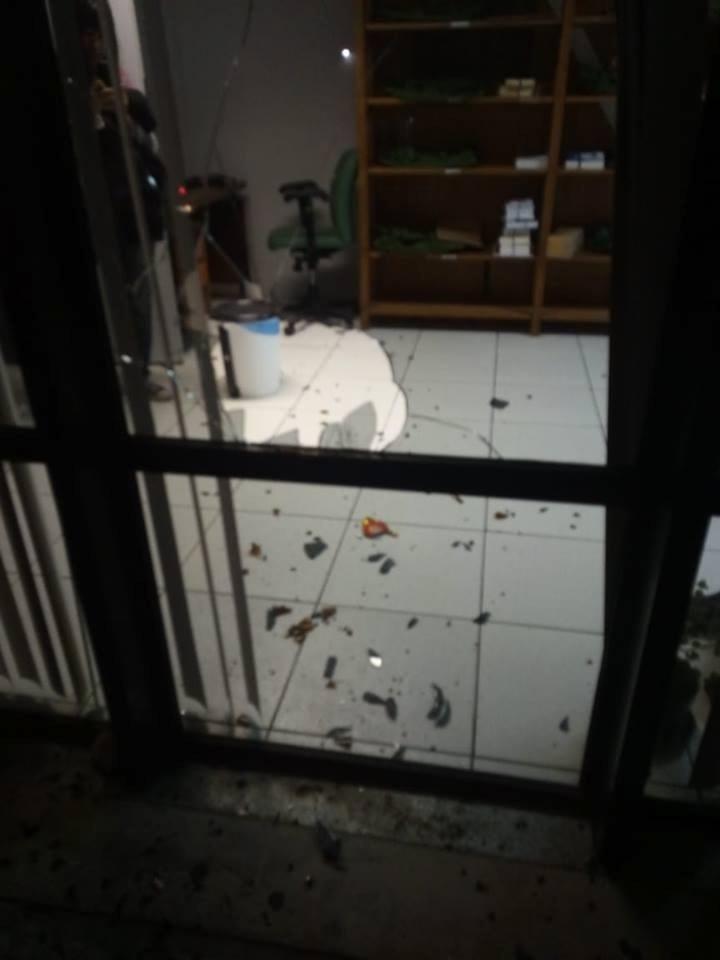 Vidros do Diretório Central Estudantil da Universidade Federal do Paraná foram quebrados no ataque