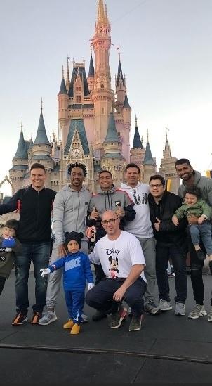 Arouca, Dudu e Thiago Santos já se reuniram no Magic Kingdom, um dos parques da Disney