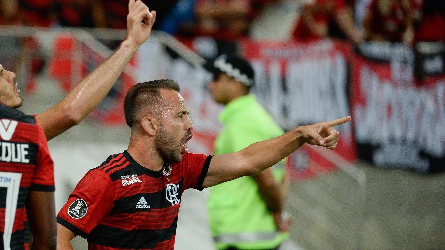 Everton Ribeiro comemora o primeiro gol do Flamengo sobre a LDU - Alexandre Vidal / Flamengo